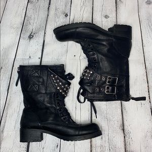 NWOB Real leather combat boots grommet detail